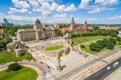 Szczecin von der Vogel ` s Augenansicht - Boulevard und Chrobry-` s Welle Landschaftsborste mit Horizont und blauem Himmel stockfotos