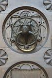 Szczegółu drzwi katedralny Trento, Włochy obraz royalty free