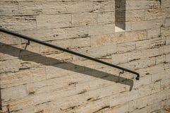 Szczegół żelazny poręcz na kamiennej ścianie przy katedrą St Michael i St Gudula w Bruksela Obraz Stock