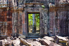 Szczegół antyczna świątynia textured ścianę i drzwi, Angkor Wat Zdjęcia Stock