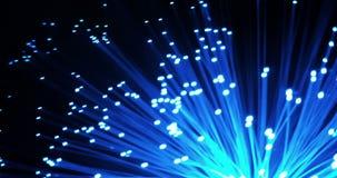 Szczegół błękitna narastająca wiązka z blaknie skutek światłowodu tło, technologia szybki lekki sygnał dla wysokiego prędkość int zbiory