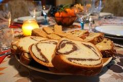 Szczegół Bożenarodzeniowego, Nowego ` s roku świąteczny stół przy świeczki światłem/ obrazy royalty free