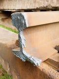 Szczegół cięcie poręcz Autogen pochodni cięcia poręcza prącie na betonowym tajnym agencie Naprawa tramwaj Fotografia Royalty Free