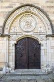 Szczegół drewniany drzwi z rękojeścią, dokonanego żelaza rękojeść Fotografia Stock