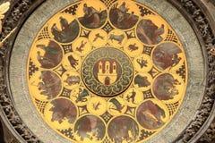 Szczegół dziejowy średniowieczny astronomiczny zegar w Praga na Starym urzędzie miasta, republika czech Zdjęcia Stock