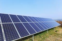 Szczegół energii słonecznej stacja na zimy łące Obrazy Royalty Free