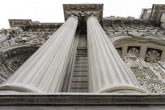 Szczegół fasada wejściowa brama dolmabahce pałac w Istanbuł fotografia stock