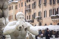 Szczegół Fontana Del Moro w piazza Navona w Rzym zakrywał z śniegiem po niezwykłego opadu śniegu Luty 26, 2018 Zdjęcie Royalty Free
