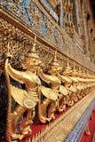 Szczegół Garuda dekoracja na zewnątrz ubosoth Obraz Stock