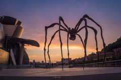 Szczegół Guggenheim muzeum i giganta pająk rzeźbimy w Bilbao zdjęcie stock