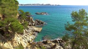 Szczegół Hiszpański wybrzeże przy latem Catalonia, Costa Brava, 4k zbiory wideo