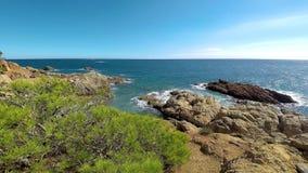 Szczegół Hiszpański wybrzeże przy latem Catalonia, Costa Brava, 4k zdjęcie wideo
