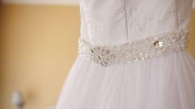 Szczegół kłama od na ślubnej sukni łóżko, cudowna suknia dla panny młodej zdjęcie wideo