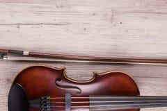 Szczegół klasyczny skrzypce na drewnianym tle Studio strzelaj?cy stary skrzypce obraz stock