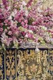 Szczegół kwiecista ornamentacja na tronie Święty tydzień, Linares fotografia stock