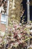 Szczegół kwiecista ornamentacja na tronie Święty tydzień, Linares zdjęcie stock