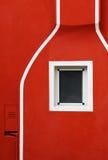 Szczegół malująca czerwieni ściana z białymi liniami Zdjęcia Royalty Free