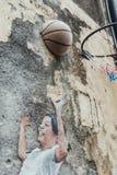 Szczegół Malująca dziecko sztuki koszykówka na betonowej ścianie dla ulicy George Town Penang malaysia Fotografia Stock