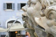 Szczegół Mattei pałac, Rzym, Italyhe fontanna w panteonu piazza Zdjęcia Stock
