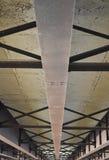 Szczegół metali promienie pod mostem zdjęcia royalty free
