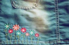 Szczegół niebiescy dżinsy spódnica obraz royalty free