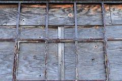 Szczegół okno w zaniechanym przemysłowym budynku obraz stock