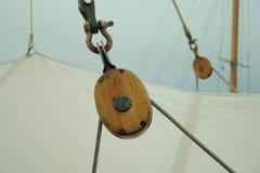 Szczegół olinowanie na żeglowanie statku Fotografia Stock