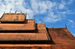 Szczegół ornately dekorujący świątynia dach w Chiang raja Zdjęcia Royalty Free