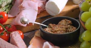 Szczegół półmisek leczący mięsny charcuterie zdjęcia stock