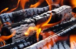 Szczegół płonący drewno obrazy stock