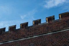 Szczegół parapet wzdłuż wierzchołka buduje zewnętrzną ścianę Tudor Zdjęcie Royalty Free