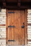 Szczegół rocznika drewniany drzwi, kamienna ściana obraz royalty free