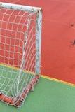 Szczegół stara i ośniedziała brama mini futbol przy boisko do piłki nożnej Zdjęcia Stock