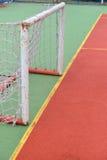 Szczegół stara i ośniedziała brama mini futbol przy boisko do piłki nożnej Obrazy Royalty Free