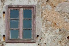 Szczegół stary drewniany okno przy Lubenice, Cres - Zdjęcia Stock