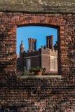 Szczegół Tudor architektury zewnętrzna ściana i dach Fotografia Stock