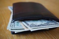 Szczegół USA dolary, banknoty wkładający w rzemiennym portflu Fotografia Stock