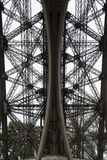 Szczegół wieża eifla spod spodu Obraz Royalty Free