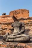 Szczegół wiele bezgłowy Buddhas wzdłuż świątynnej ściany przy Watem Mahathat obrazy stock