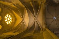 Szczegół witrażu okno i krypty transept w Zdjęcie Stock