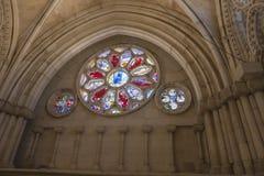 Szczegół witrażu okno we wnętrzu katedry Zdjęcia Stock