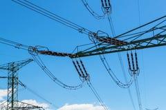 Szczegół wysokonapięciowy ceramiczny izolator Wysoki woltażu prowadzenie Elektryczności dystrybucja Zdjęcie Royalty Free