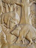 Szczegółowa dzikich knurów drewniana rzeźba obrazy stock