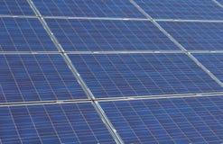 Szczegółowa fotografia photovoltaic panel słoneczny w metal ramie zdjęcie royalty free