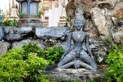 Szczegółowa statua i architektura w Wacie Pho, Buddyjska świątynia, Bangkok, Tajlandia Obraz Royalty Free