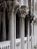 Szczegółowe Rzeźbić Kamienne kolumny Obraz Stock