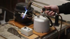 Szczegółowy przegląd jubilera metalu stapianie i lutowniczy system z blowtorch zdjęcie wideo
