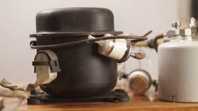 Szczegółowy przegląd jubilera metalu stapianie i lutowniczy system z blowtorch zbiory wideo