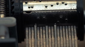 Szczegółowy widok wnętrza stara rocznik pozytywka jako ono bawić się Wolni tropi ruchy zdjęcie wideo