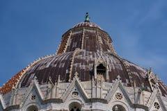 Szczegóły powierzchowność Pisa Baptistery St John wielki baptistery w Włochy, w kwadracie cudy Zdjęcie Royalty Free